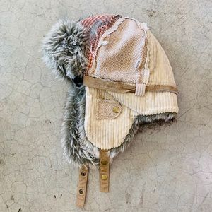 Accessories - Furry Winter Hat with Ear Flaps / Pilot Boho Army
